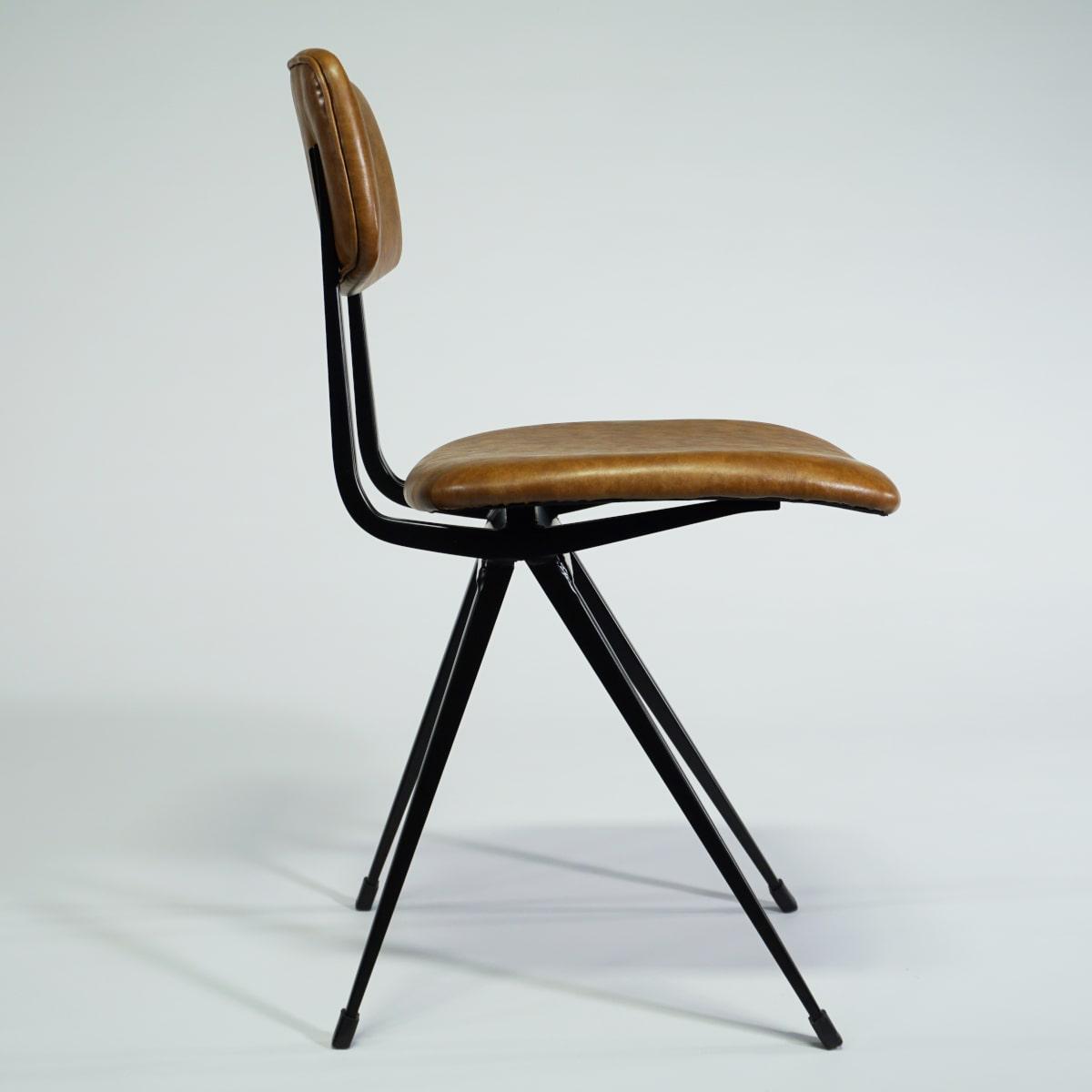 Seitansicht Old School Chair von Fabrikschick