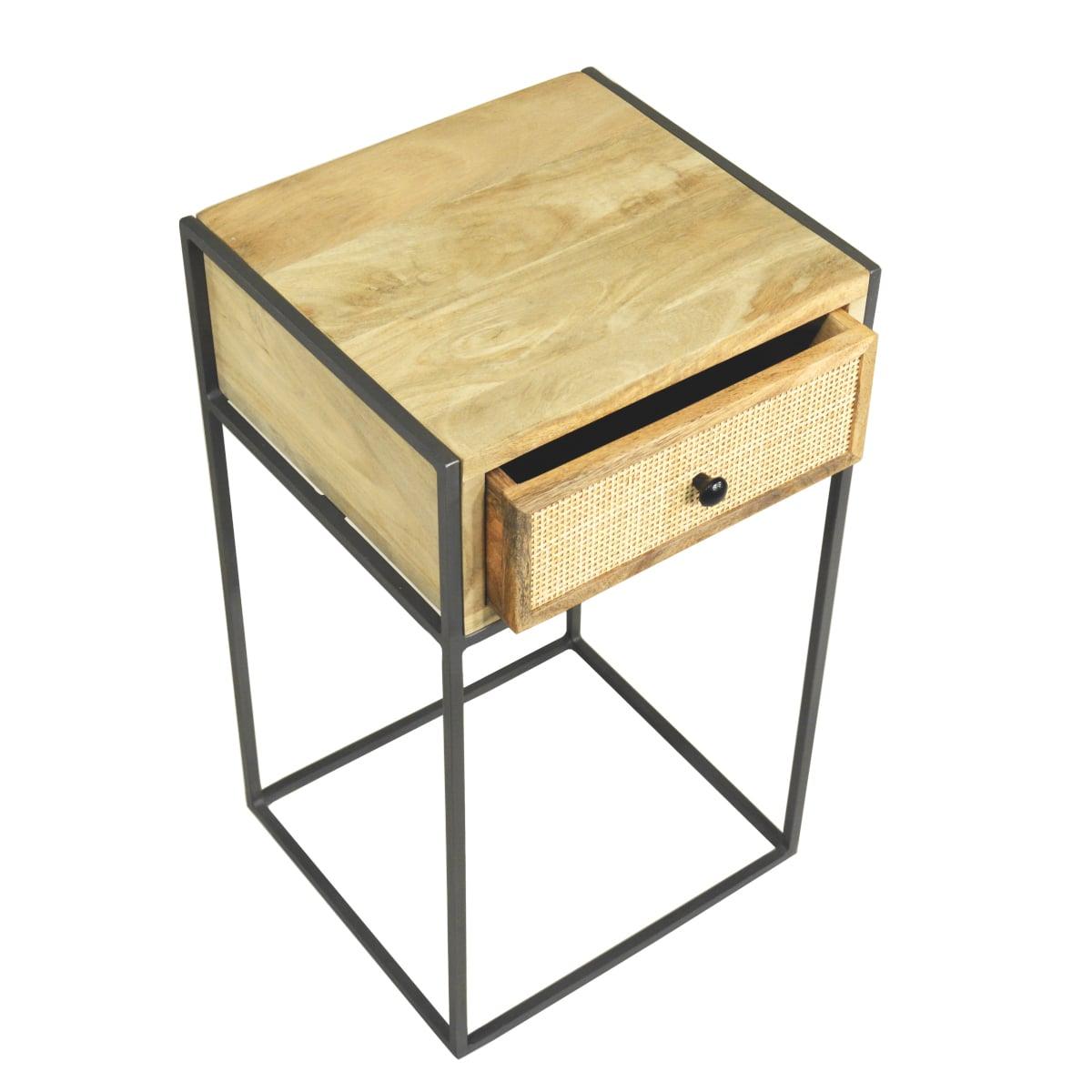 Beistelltisch klares Design aus Holz und Rattan