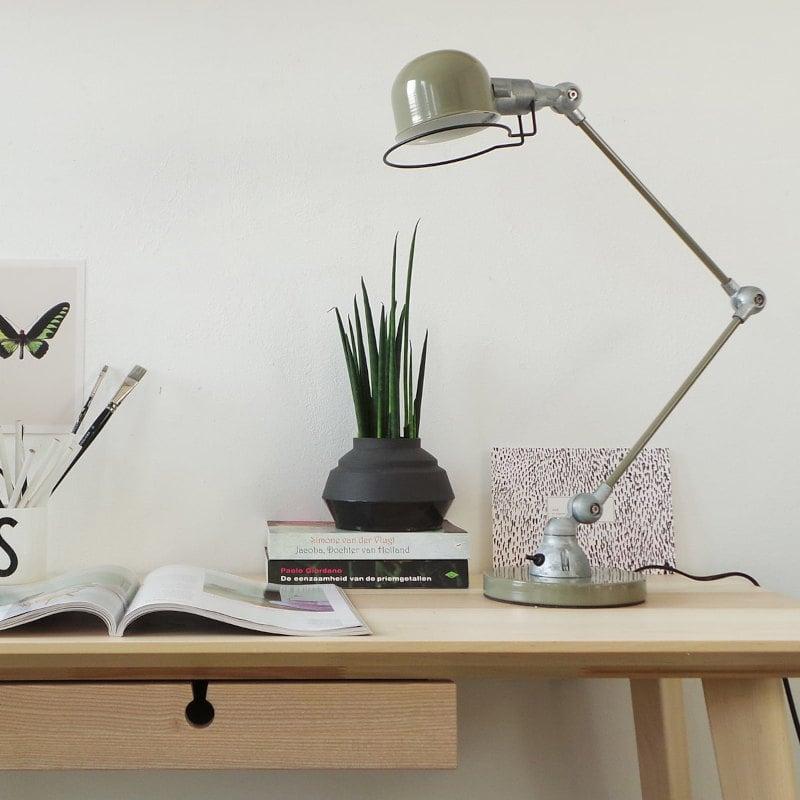 Tischlampe Fabrik-Design maschinengrün und Roheisen