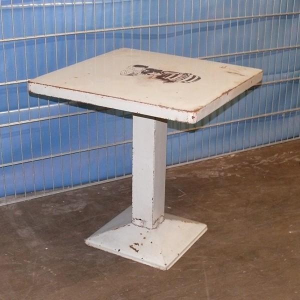 Heller Tolix Tisch aus Brasserie alt