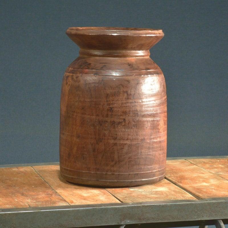 Alter Wasserkrug aus Teakholz aus Indien
