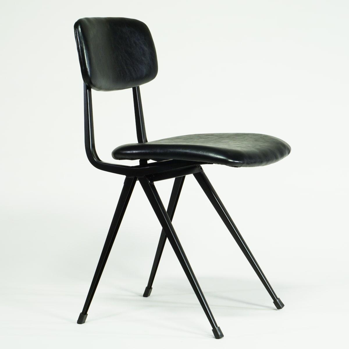 Gepolsterter Stuhl schwarz mit Retro-Charm