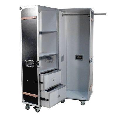 Flightcase als mobiler Kleiderschrank